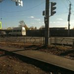 «С заботой о людях»: В Кирове пешеходный переход оказался перегорожен забором