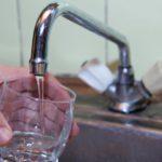 В Роспотребнадзоре проверили жалобы на неприятный запах от питьевой воды в Кирове