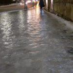 Дороги и тротуары Кирова покрылись льдом