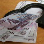 Житель Кирова попытался дать взятку сотрудникам полиции