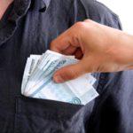 В Кировской области осужденный попытался дать взятку сотруднику колонии
