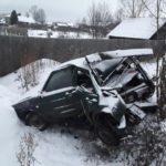 В Белой Холунице водитель «ВАЗа» врезался в дерево