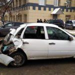 В Кирове грузовик врезался в «Гранту»: пострадала 59-летняя женщина