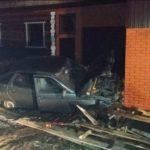 В Вятскополянском районе водитель «ВАЗа» снес забор и врезался в гараж