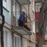 В Кирове женщина развела на балконе огонь