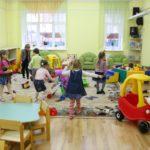 В Кировской области дети работников дошкольных учреждений получили первоочередное право на путевки в детсады