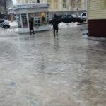 Жители Кировской области массово жалуются на гололед: синоптики рассказали, сколько еще будут идти ледяные дожди
