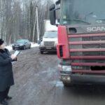 Судебные приставы наложили арест на грузовой автомобиль жителя Слободского