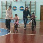 Спортсмены Федерации велоспорта Кировской области объяснили школьникам технику безопасного вождения