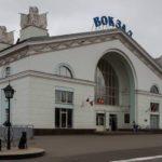 Житель Кирова украл деньги и товар из торгового павильона на вокзале