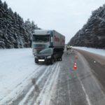 В Слободском районе водитель автомобиля «Датсун» врезался в стоящий грузовик