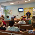 В Кирове перинатальный центр стал площадкой для проведения мастер-классов для будущих мам по безопасной перевозке детей-пассажиров