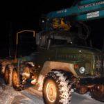 В Подосиновском районе упавшее с лесовоза бревно убило водителя легкового автомобиля