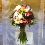В Кирове установили арт-объект в виде замороженного во льду букета цветов