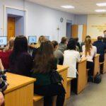 В Кирове курсантам автошкол автоинспекторы разъяснили основные ошибки молодых водителей