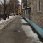 В Кирове от падения снега с крыши пострадал ребенок