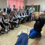 Юные инспекторы дорожного движения города Кирова изучают правила оказания первой помощи при ДТП