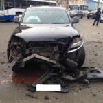 В Кирове столкнулись «Ауди» и «Фольксваген»: пострадал один человек
