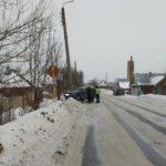В Нолинске женщина-водитель «ВАЗа» врезалась в опору ЛЭП: пострадали три человека