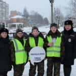 Сотрудники Госавтоинспекции Кирова обращают внимание пешеходов на строгое соблюдение дорожных правил