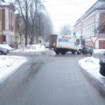 В Кирове столкнулись «ГАЗ» и «Калина»: пострадала 53-летняя женщина