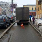 В Кирове грузовик сбил 19-летнюю девушку
