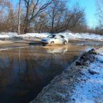 В Кирове затопило дорогу к легкоатлетическому манежу в Вересниках