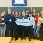 Сотрудники Госавтоинспекции города Кирова проводят консультации в «Школе волонтеров»