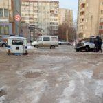 В Кирове во дворе дома застряли два полицейских «УАЗа»