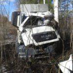 В Куменском районе водитель грузовика вылетел в кювет