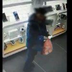 Житель Перми похитил с прилавка салона сотовой связи в Кирове планшетный компьютер