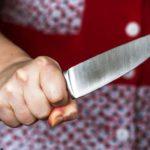 Жительница Омутнинска ударила своего соседа ножом в живот
