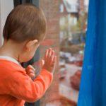 В Лузе 3-летний ребенок выпал из окна и получил тяжелые травмы