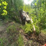 В Вятскополянском районе женщина-водитель «ВАЗа» опрокинулась в кювет: пострадали два человека