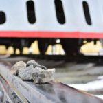 В Зуевском районе школьники младших классов бросали камни на железнодорожные рельсы