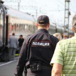 Попутчик в поезде попросил телефон у жителя Лузского района и украл со счета 3 тысячи рублей