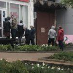 В Кирове в парикмахерские выстроились очереди