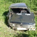 В Немском районе женщина-водитель «ВАЗа», уходя от столкновения с мотоблоком, опрокинулась в кювет