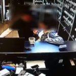 В Кирове мужчина укусил женщину во время попытки украсть у нее кошелек