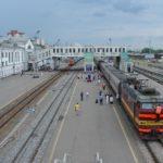 В Кирове оштрафовали молодых людей, пытавшихся перелезть через ограждение на вокзал