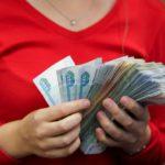В Слободском районе бухгалтер школы незаконно выписывала премии себе и своей дочери