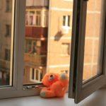 В Кирове годовалая девочка выпала из окна 8 этажа