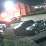 В Кирове мужчина поджег машины на парковке: устанавливается личность