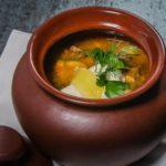 Суп в горшочках с рыбой и грибами