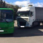 В Кирове столкнулись автобус и грузовик