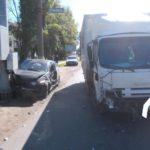 В Кирове после столкновения с грузовиком водитель «Хонды» врезался в опору ЛЭП