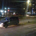 В Кирове водитель «Ларгуса» сбил мужчину: пешеход решил перейти дорогу на запрещающий сигнал светофора