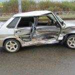 В Кирове столкнулись «ВАЗ» и «Мазда»: пострадала 22-летняя девушка