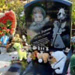 Неизвестные совершили кражу с могилы 3-летней девочки, которую заморила голодом собственная мать