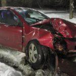 В Кирове 19-летний водитель иномарки врезался в дерево